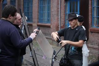 Hochzeitsfotograf Mike Larson (rechts) in Action.